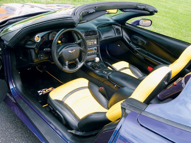 Vemp_0410_03_z 1998_chevy_corvette Interior