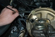 How To Diagnose a Brake Fluid Leak & Bleed Brakes