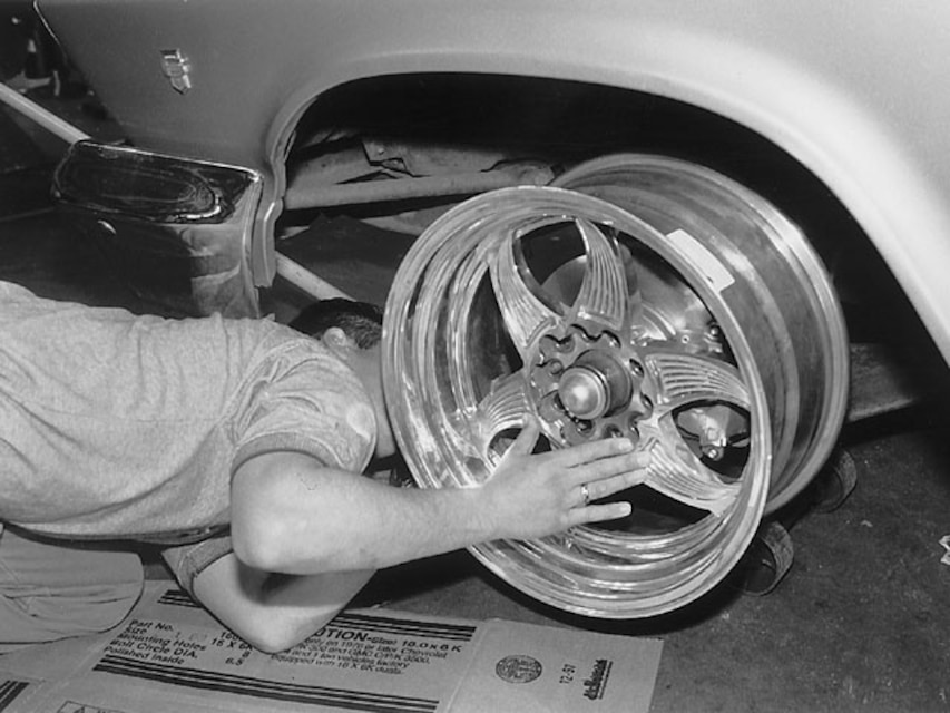 1989 chevy suburban tire size