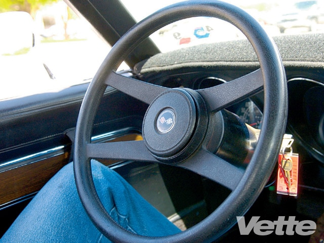 Vemp_0907_04_z How_to_repair_corvette_c3_power_steering_problems Steering_wheel