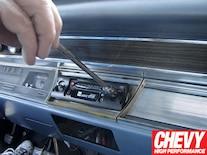 0908chp_05_z 1967_chevy_chevelle_custom_autosound_stereo_install Door_panel
