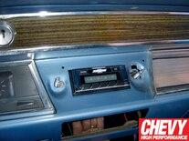 0908chp_09_z 1967_chevy_chevelle_custom_autosound_stereo_install Upper_dash_studs