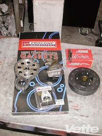 Vemp_0911_07_z L84_fuelie_motor_on_engine_dyno Pro_comp_gasket_set