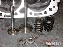 Vemp_0911_08_z L84_fuelie_motor_on_engine_dyno Steel_valves