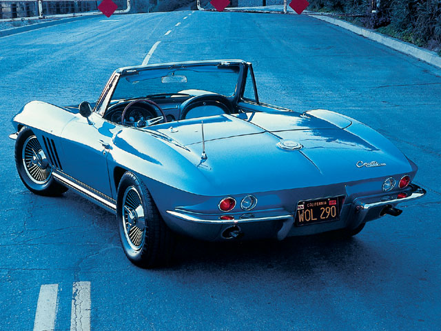 Vemp_0402_02_z Supercharged_1965_chevroelt_corvette_convertible Rear_side_shot