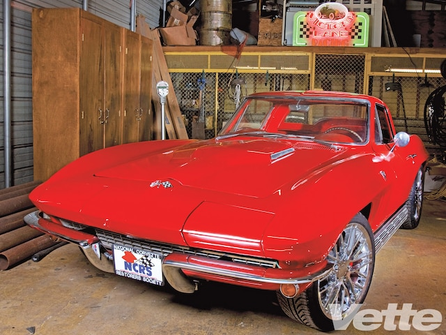 Vemp 1008 08 O 1966 Chevy Corvette Coupe Front View