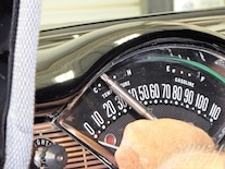 Sucs_100041_04 Classic_instruments_belEra_II_gauge_cluster Remove_phillips_screws