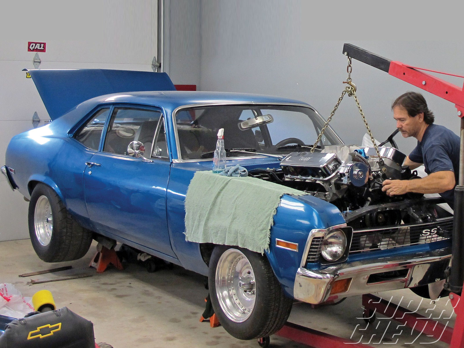 Sucp_1104_01_o 509_big_block_engine_install_for_1968_1974_chevy_novas