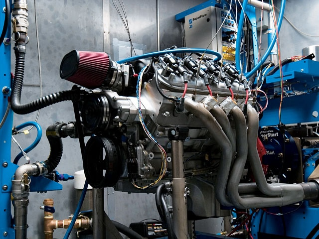 Sucp_0711_04_z Mast_motorsports_crate_engines Engine_dynometer
