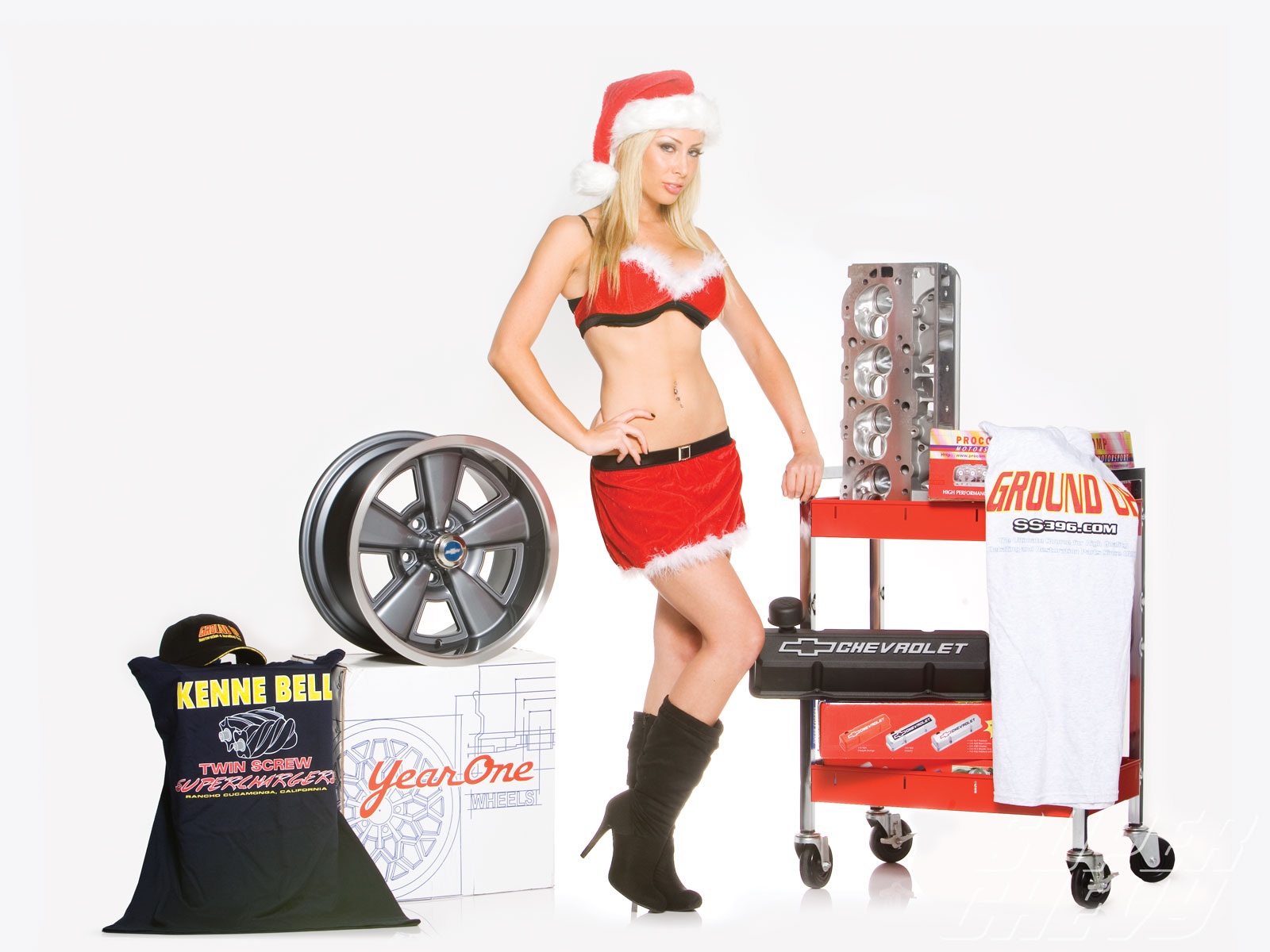 Sucp_1012_01 Super_chevy_2010_holiday_buyers_guide Model_sarah_mcDowd