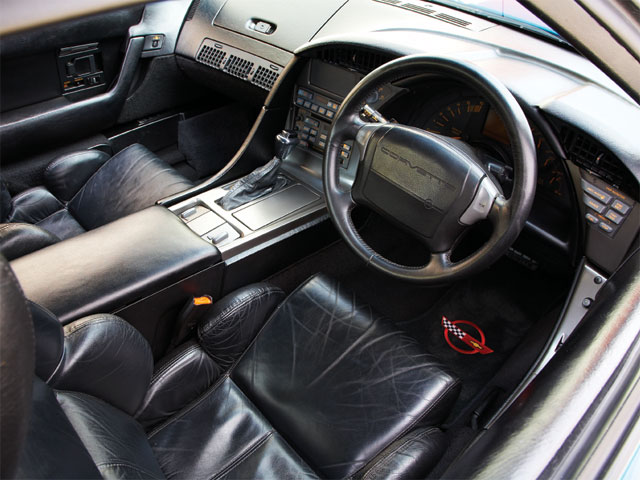 Vemp_0708_02_z 1990_chevrolet_corvette Interior