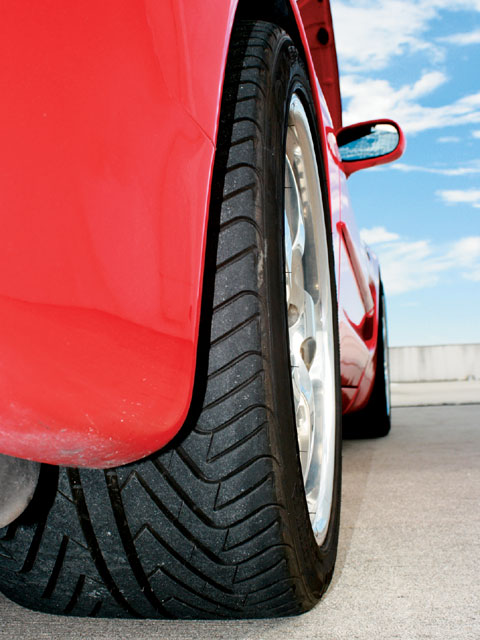 Vemp_0801_06_z 2003_corvette_convertible Tire