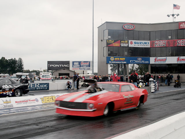 Sucp_0603_20_z Super_chevy_show_ohio Howes_1969_camaro_blurry_launch