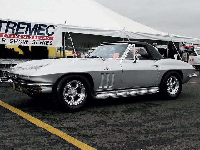 Sucp_0603_04_z Super_chevy_show_ohio Lafolla_1966_corvette