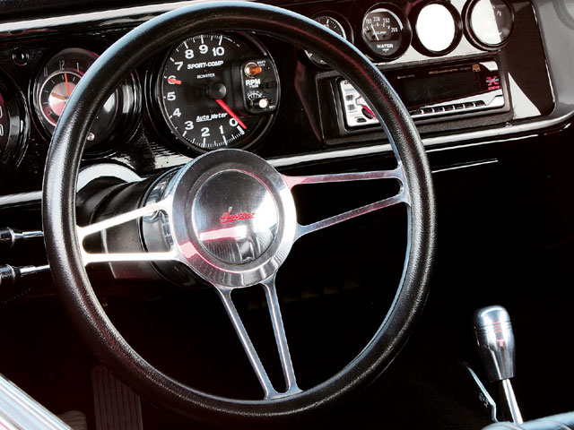 Sucp_0604_02_z 1964_chevelle_malibu_SS Steering_wheel