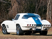 Corp_0702_02_z 1967_resto_mod_corvette Rear_view